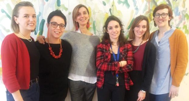 La prof.ssa Annalisa Buffo (la terza da sinistra) con il suo gruppo di ricerca di Fisiopatologia delle cellule staminali cerebrali